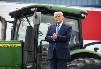 Trump a promis 100 de milioane de doze de VACCIN până în 2021