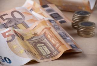 Deficitul contului curent a scăzut la 4,86 miliarde de euro