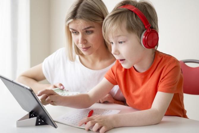 Guvenrul vrea să acorde cât mai multe tablete pentru copii