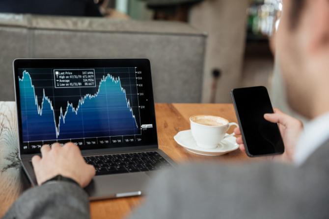 Indicele Dow Jones Industrial Average s-a apreciat cu 0,30%, ajungând la valoarea de 33.171,37 puncte, în creştere cu 98,49 puncte faţă de valoarea înregistrată la închiderea şedinţei precedente.