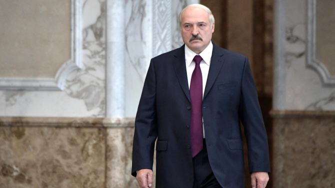 Aleksandr Lukașenko își închide țara