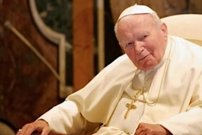 Fiola cu sângele fostului papă polonez Ioan Paul al II-lea a fost FURATĂ din biserică