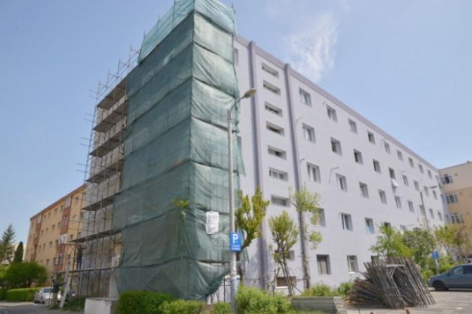 Programul de anveloparea a blocurilor din București continuă