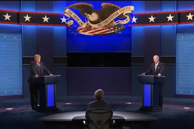Donald Trump și Joe Biden in timpul dezbaterii televizate