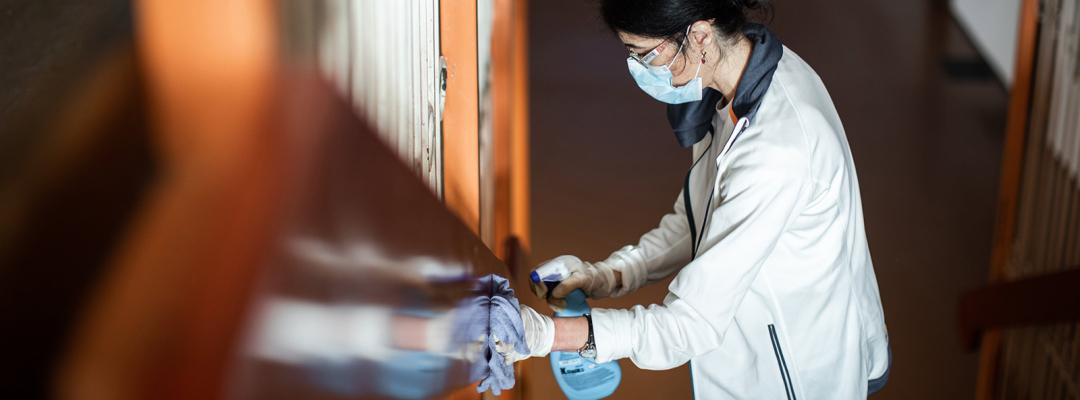 Curățenie într-o școală, în timpul pandemiei