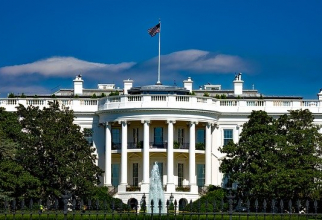 Administrația SUA va avea bani pentru salarii și servicii