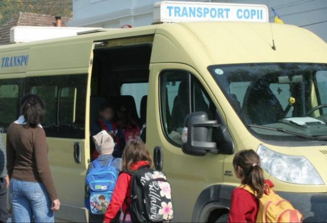 Microbuzul s-a ciocnit cu un autoturism