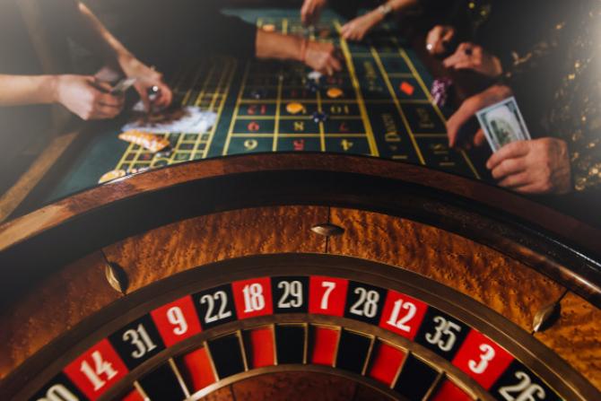 Restricții. ROMSLOT: Sălile de jocuri generează taxe şi impozite zilnice de două milioane de euro