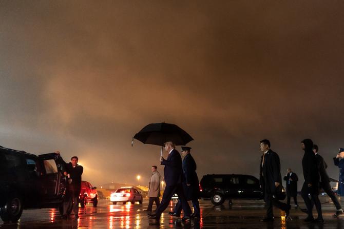 Pandemia pune stăpânire pe Casa Albă