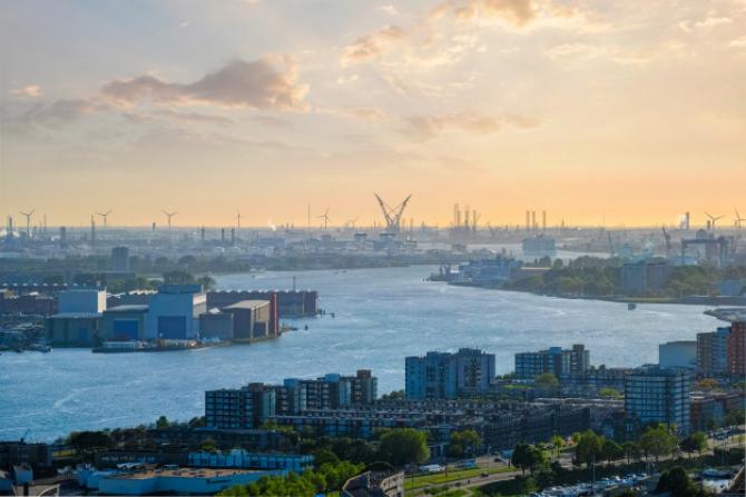Portul Rotterdam din nou plin după șocul provocat de pandemie
