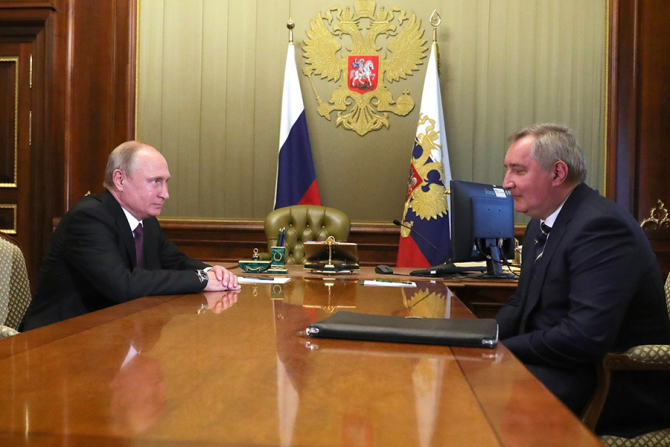 Vladimir Putin și Dmitri Rogozin