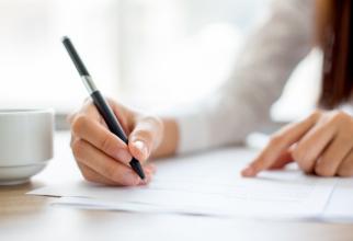 Declarația poate fi dată și în fața reprezentantului oficiului registrului comerțului sau se poate depune, personal sau prin reprezentant, se specifică în OUG.
