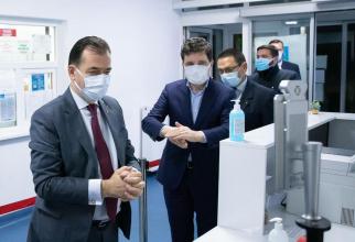 Primarul Capitalei și premierul României respectă măsurile