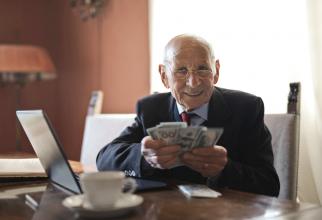 Acești pensionari primesc în plus încă o jumătate de pensie