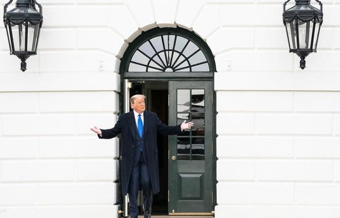 Donald Trump nu renunță ușor la Biroul Oval