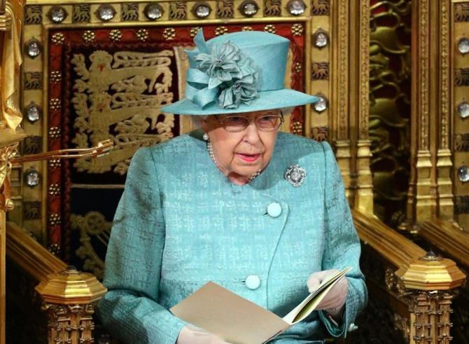 Regina NU ACCEPTĂ așa ceva! Este INTERZIS în preajma sa