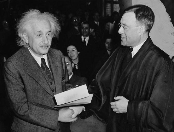 Albert Einstein a fost dus cu avionul în SUA. Motivul este HALUCINANT