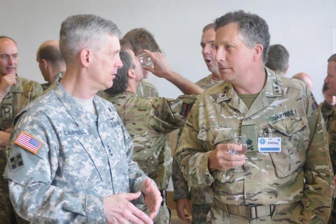Generalul Nick Carter (dr) avertizează asupra unui potențial conflict mondial