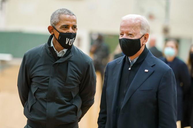 Joe Biden, la o discuție cu Barack Obama