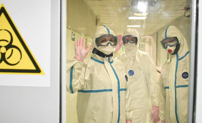 Ministrul francez le-a scris angajaţilor din sistemul sanitar pentru a-i convinge să se vaccineze, ''pentru binele lor şi al bolnavilor''.