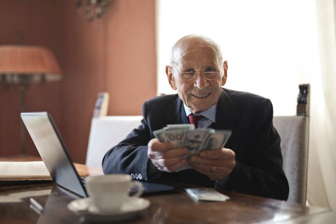 Mai multe tipuri de pensii nu pot fi cumulate cu alte venituri