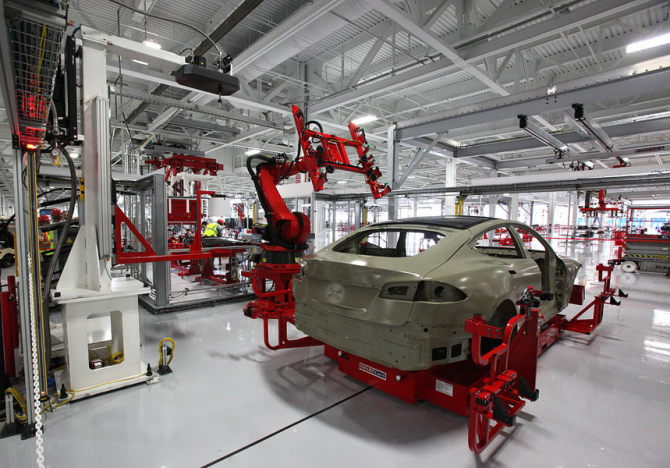 Cele mai mari salarii din domeniu sunt plătite de Tesla