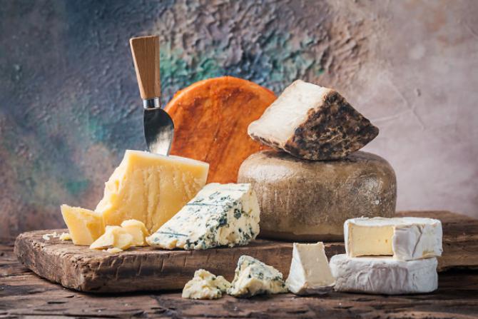 Preţurile la brânză se prăbuşesc pe piaţa din SUA