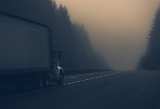 ATENȚIONARE! Ceață pe șoselele din 12 județe