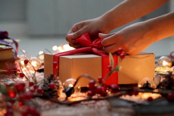Românii vor face mai puține cadouri