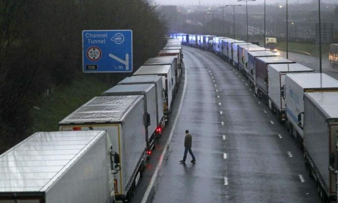 Transportatorii refuză să mai facă livrări în Anglia