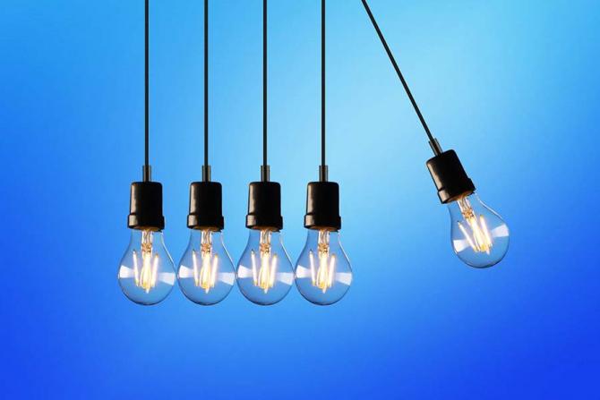 Energia electrică s-a scumpit cu 16,97% în martie faţă de perioada similară din 2020.