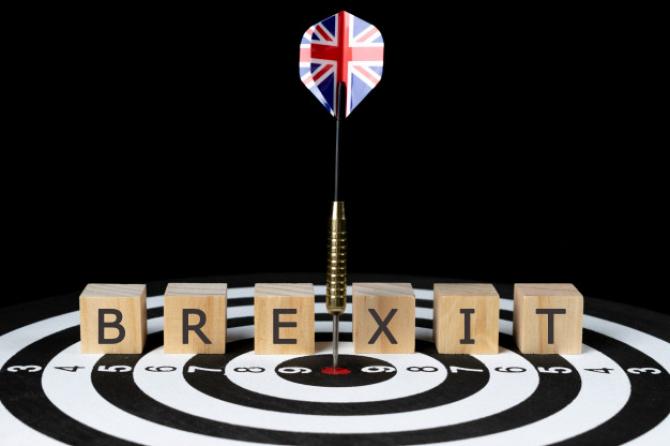 BREXIT: Ce se întâmplă cu pașapoartele cetățenilor britanici rezidenți în UE