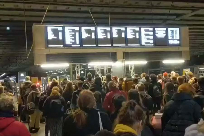 LOndonezii fug din Londra de frica lockdown