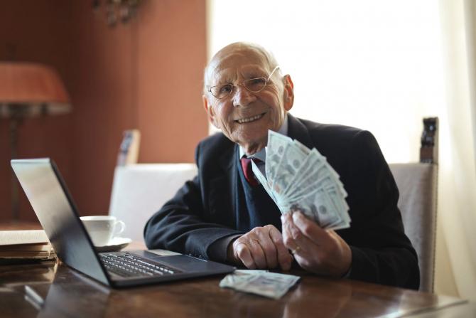 Cumulul pensiei cu alte venituri este permis