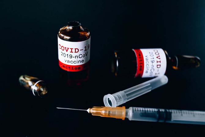 SUnt și asemănări dar și diferențe între cele două vaccinuri