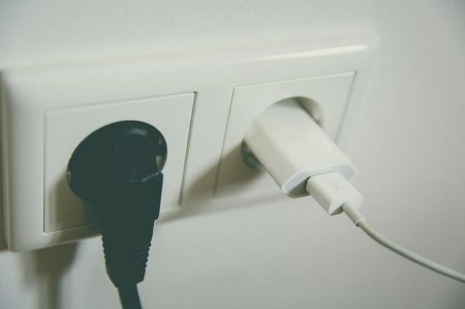 Cu cât majorează prețurile furnizorii de energie