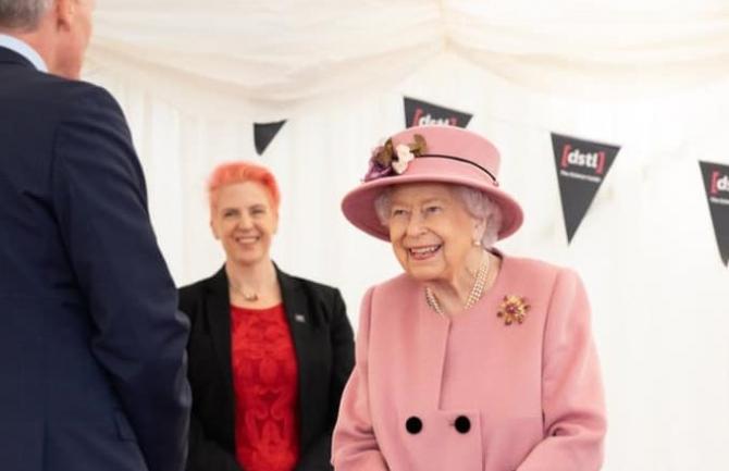 Regina este plină de surprize