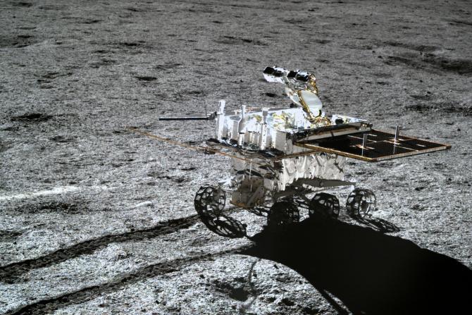 Chinezii analizează probele de sol aduse de pe Lună