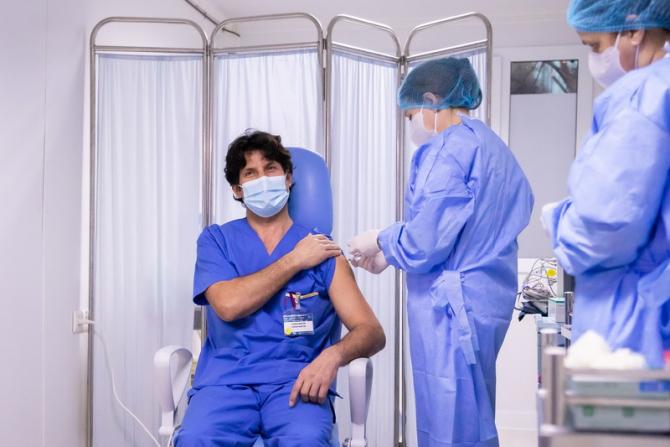 Românii trebuie să urmeze câțiva pași pentru a se vaccina