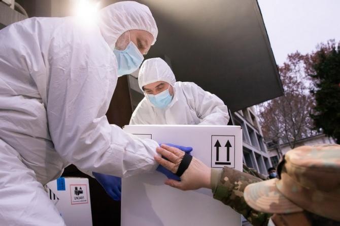 Noi tranșe de vaccinuri vor fi livrate României / Foto: Radu Bădoiu / gov.ro