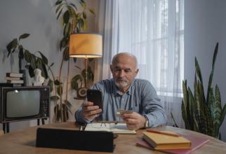 Fiecare beneficiar al sistemului de pensii va avea alocată o parolă și un nume de utilizator și se va putea conecta pe site-ul Casei de Pensii.