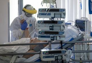 Tulpina indiană are o rată de răspândire de aproape 5, în sensul că un pacient bolnav infectează alte 5 persoane. Spre deosebire de tulpina iniţială, care avea o rată bazală de reproducere a cazurilor între 2 şi 3.
