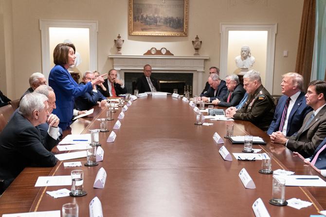 Nancy Pelosi într-o discuție cu Donald Trump / Foto: Casa Albă