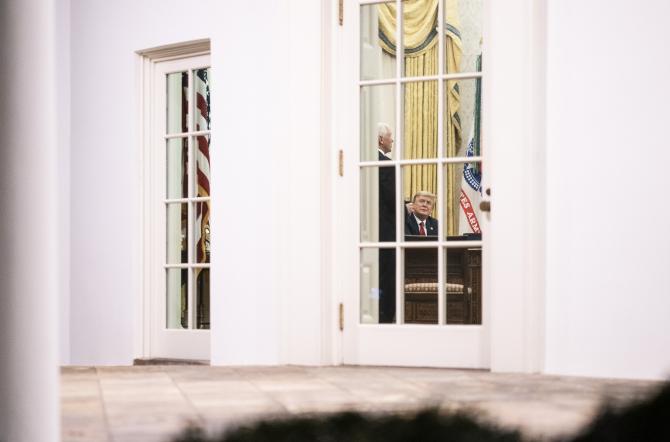 Donald Trump și Mike Pence în Biroul Oval