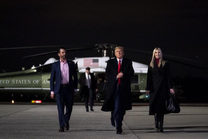 Donald Trump împreună cu Ivanka și Domnald Trump Jr.