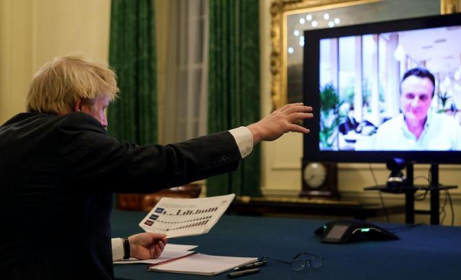 Premierul britanic discută cu experții