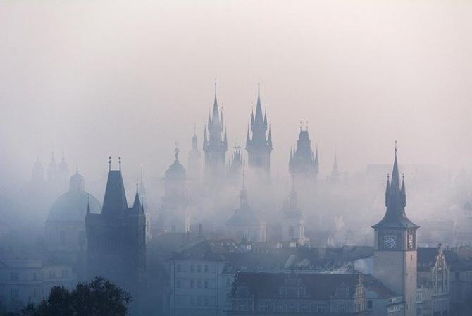 Cod galben de ceaţă în localităţi din 8 judeţe, joi dimineaţa