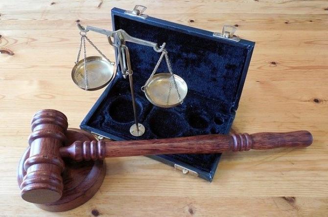 În România a fost condamnat în contumacie