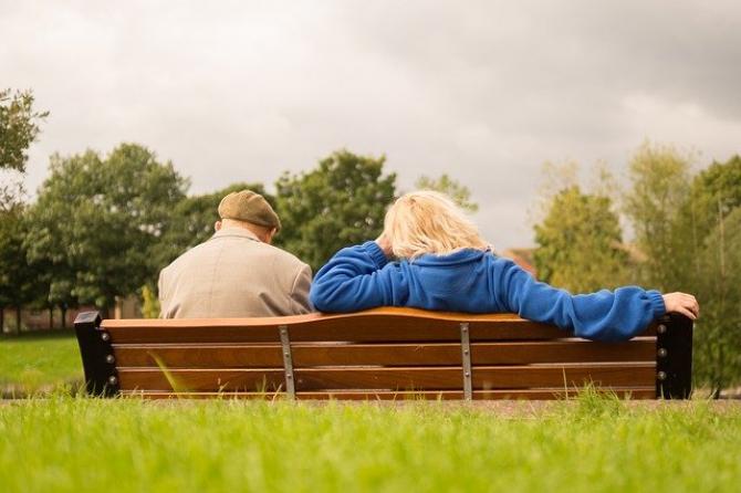 Pensionarii nu au altă soluție decât să aștepte