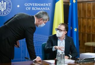 Dan Barna și Florin Cîțu în timpul unei ședințe a Guvernului